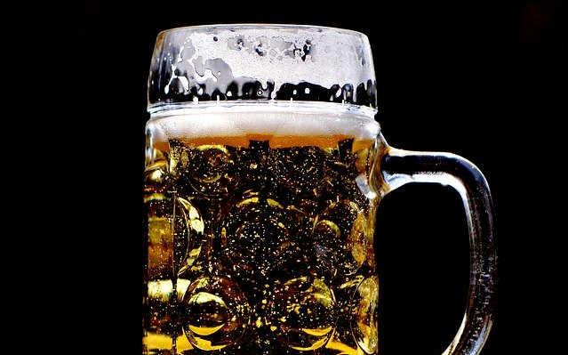 白酒啤酒混着喝,醉得更快?