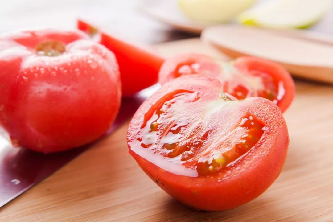 新型冠状病毒会不会在超市里的蔬菜、肉上存活?