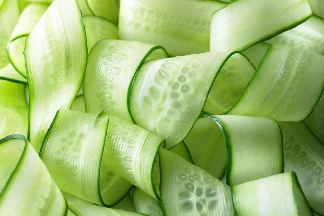 新冠病毒会不会在超市里的蔬菜、肉上存活?