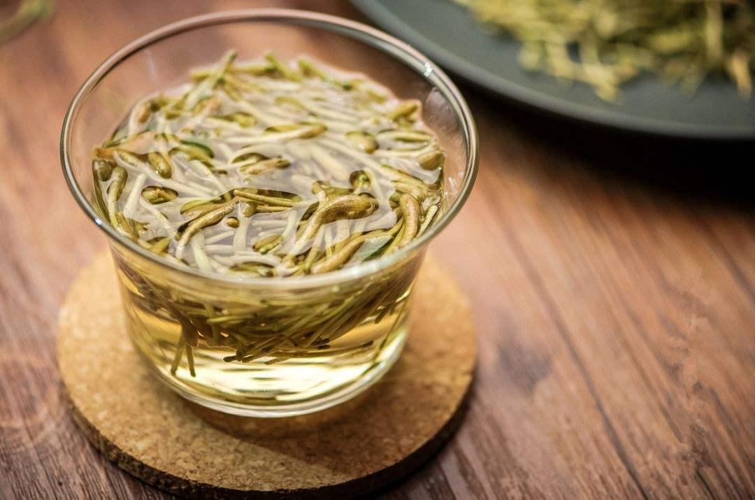 金银花泡水喝有什么好处?