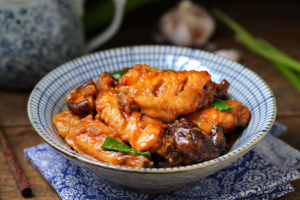 香菇鸡翅烧土豆的做法