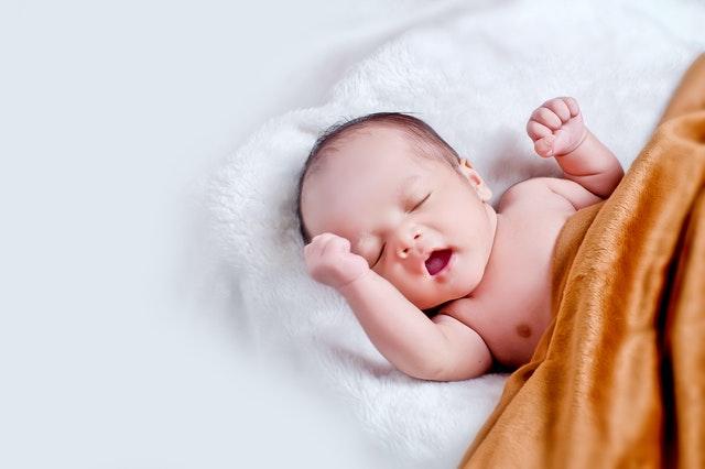 宝宝吐奶后应怎样照顾?
