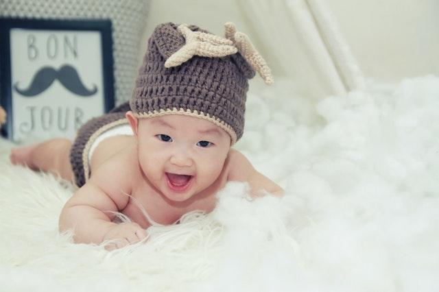一个月的宝宝吐奶怎么办?