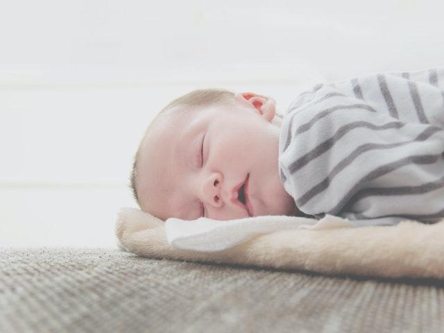 怎么预防宝宝吐奶?