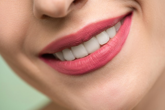 牙齿为什么会变黄?