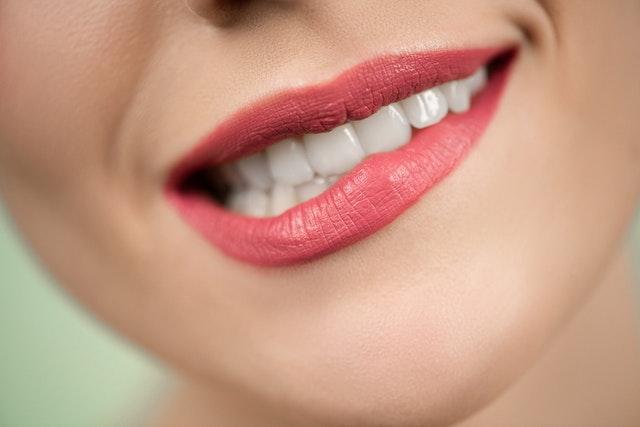 如何让牙齿快速变白?冷光美白效果好!