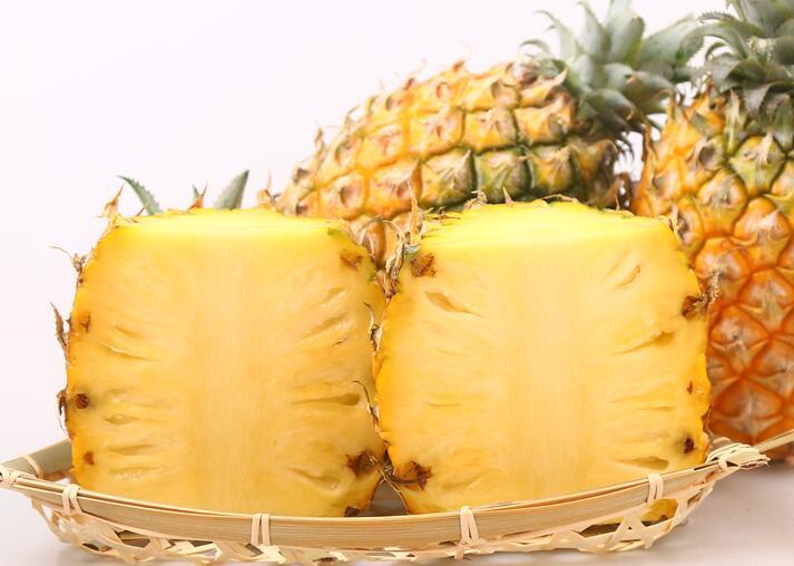 菠萝为什么要泡盐水?