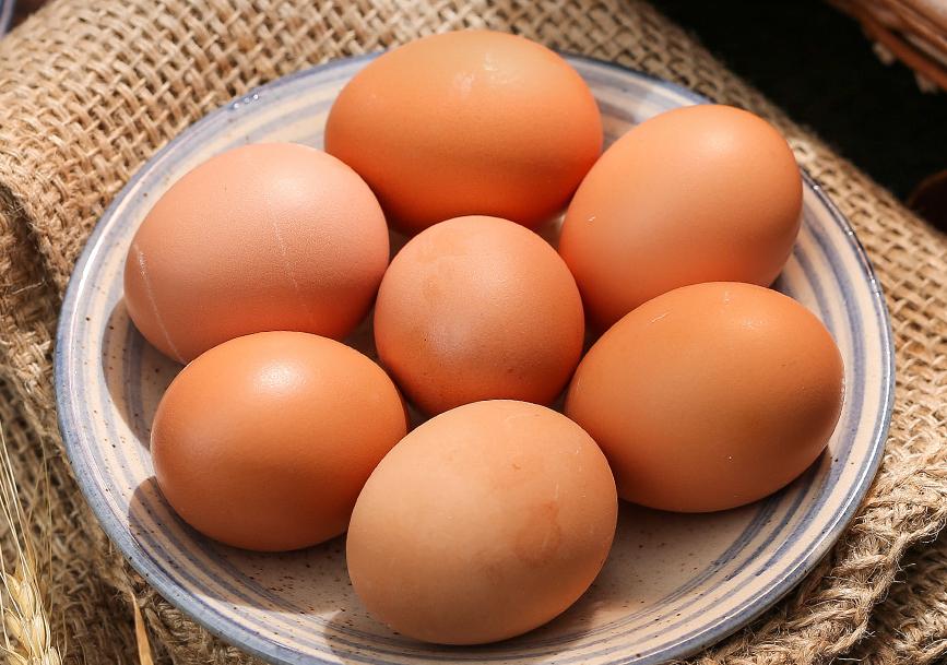 黄皮鸡蛋比白皮鸡蛋更好吗?