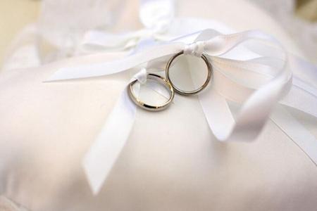 结婚祝福语大全简短 8个字押韵新婚贺语